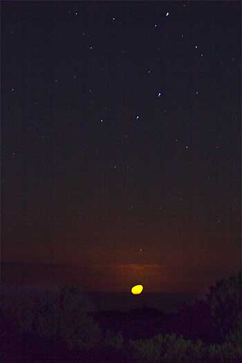 moonset and stars